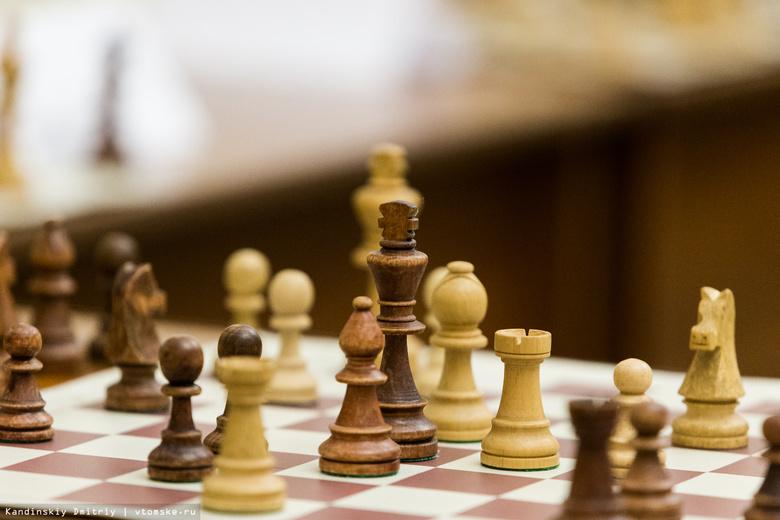 Томские журналисты провели шахматный матч в поддержку коллеги