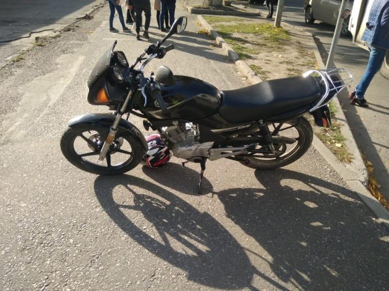 Несовершеннолетний мотоциклист сбил пешехода на ул.Учебной