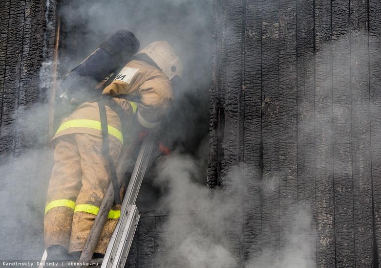 Мужчина погиб при пожаре в бревенчатом доме в Томске