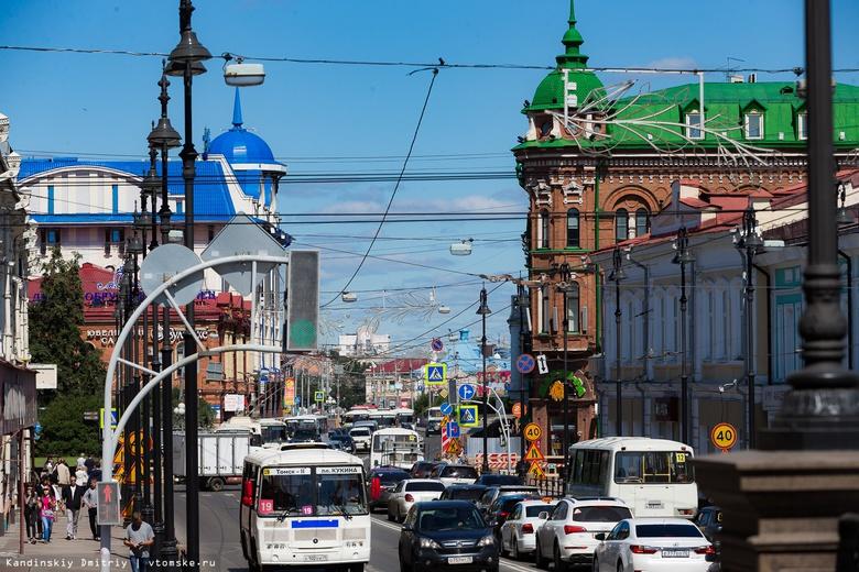 ДТП с участием троллейбуса и маршрутки стало причиной 2-километровой пробки в Томске