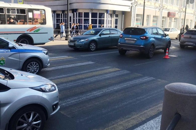 Женщина на иномарке сбила 12-летнюю девочку в центре Томска