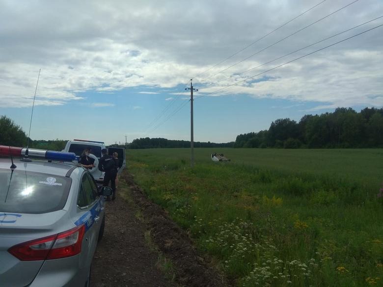 Иномарка опрокинулась на томской трассе. Погибла женщина