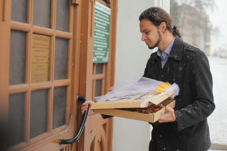 Томич «женился» на пицце (фото)