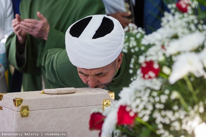 Прикоснуться к святыням: в томскую мечеть привезли волос и чашу пророка Мухаммеда