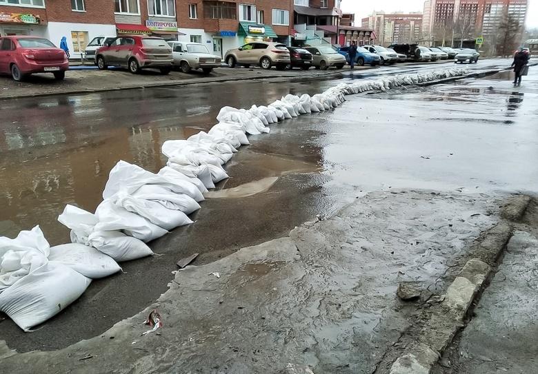 Участок Степановки подтопило талой водой
